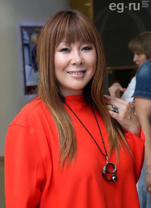 Анита Цой приняла роды у кошки