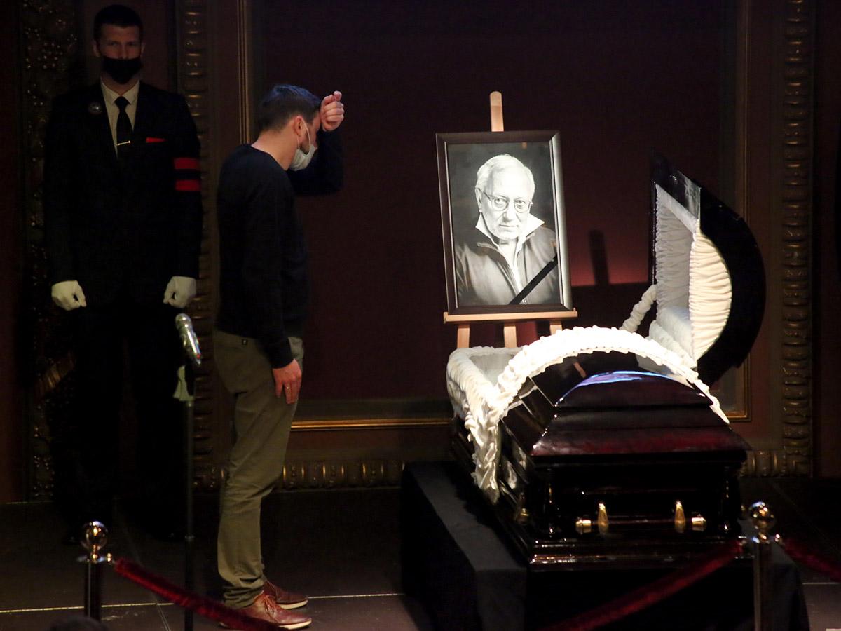 Смерть — это покой и легкость… Жизнь труднее, — у гроба Владимира Качана утешали себя этой мыслью его близкие
