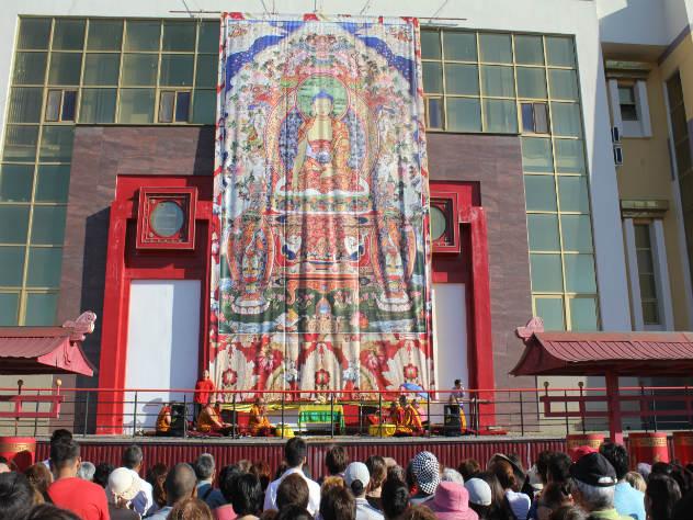 Буддийские монахи считают, что люди могут победить любой негатив ума с помощью медитации