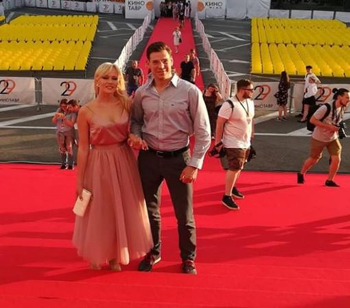 """Дмитрий Дюжев с супругой, четвертый день """"Кинотавра"""""""