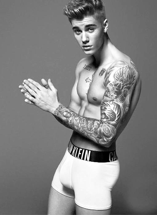 ...трусы Calvin Klein доверили рекламировать Биберу