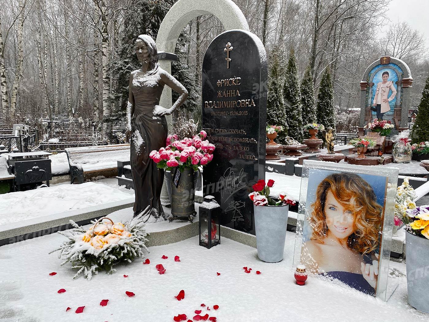 О том, что на могиле Жанны Фриске делают приворот, узнали случайно. Фото: «Экспресс газета»