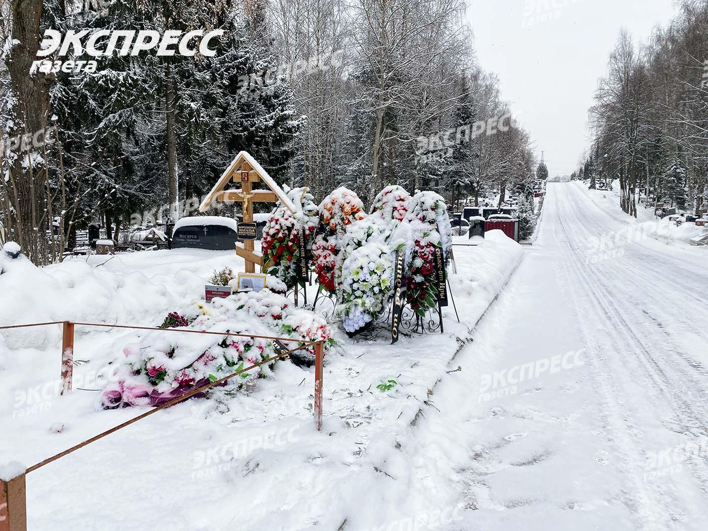 Похоронили у дороги: появилось фото могилы жены Сумишевского. Фото: «Экспресс газета»