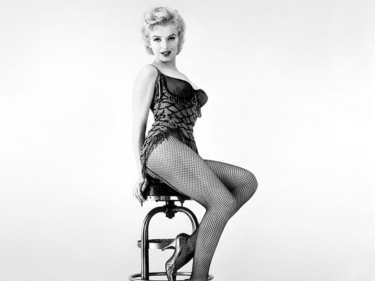 В 1949 году Мэрилин впервые позировала обнаженной для эротического календаря. В 1953-м именно эти фото, тайно выкупленные Хью Хефнером, украсили разво- роты первого выпуска журнала  Playboy. Фото © ИТАР-ТАСС