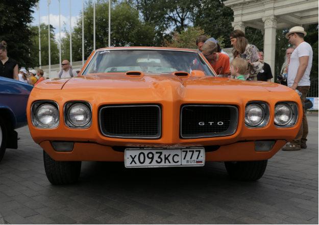 Pontiac GTO. Автомобиль, выпускавшийся компанией Pontiac с 1964 по 1974 год, и компанией General Motors Holden в Австралии с 2004 по 2006 год. GTO часто называют первым мaсл каром. C 1964 до 1973 года базой для машины служил Pontiac Tempest, GTO 1974 модельного года строился на базе Pontiac Ventura.