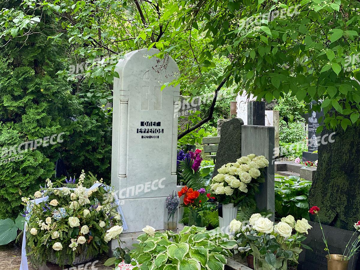 Могила Олега Ефремова на Новодевичьем кладбище. Фото: «Экспресс газета»