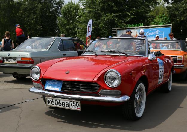 Fiat Sport Spider - спортивный автомобиль.