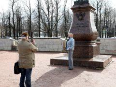 Владимир и Ирина в Гатчине были неразлучны —  посещали кинопоказы, гуляли по улочкам, сходили на экскурсию во дворец Павла I. Фото Ларисы Кудрявцевой