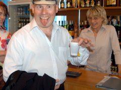 Виктор Сухоруков всегда навеселе, хотя и пьёт безалкогольный чай
