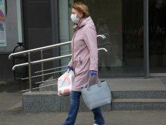 В МЧС порекомендовали не носить маску на улице. Фото: Борис Кудрявов
