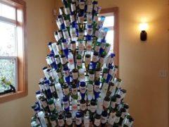 А еще к подобной елке можно нарядить вторую, украсив ее закуской. Фото: соцсети