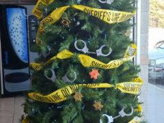 …а также из наручников и ограничительной ленты, если вы полицейский или шериф… Фото: соцсети