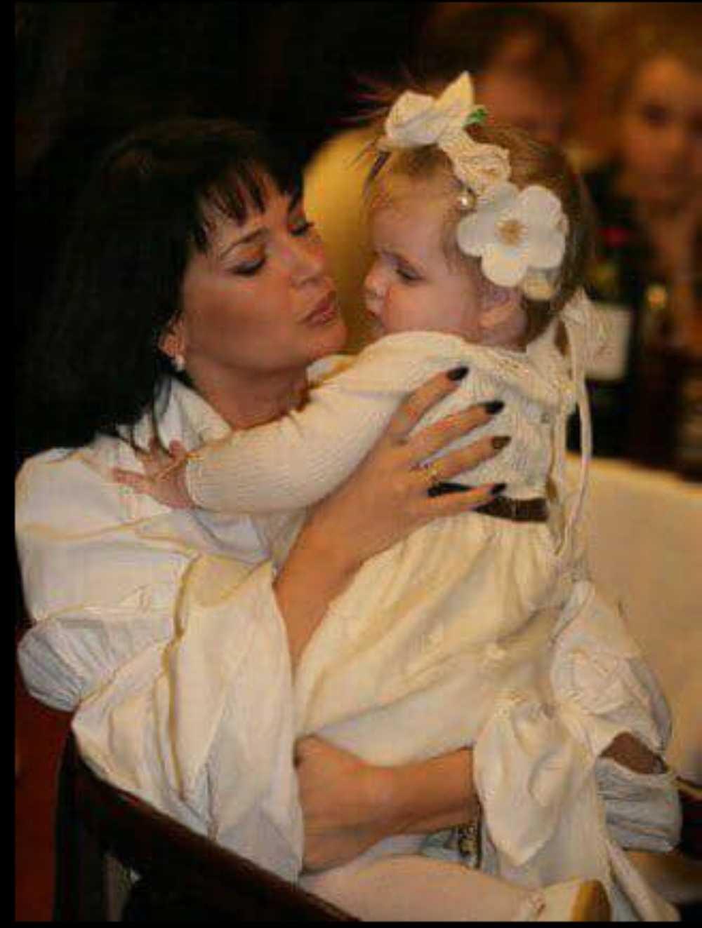Чем старше становится Женя Абдулова, тем сильнее она похожа на отца. Фото: страница Юлии Абдуловой в «Фейсбуке»