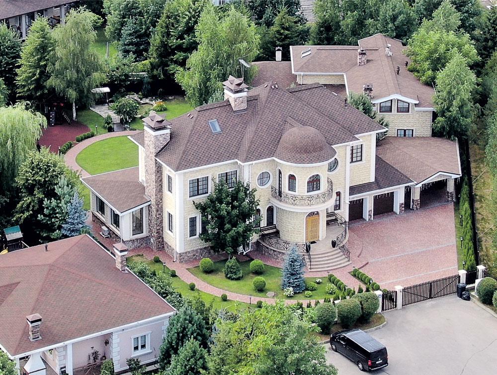 Внушительные размеры его будущего особняка полюбились Лазареву с первого взгляда. Фото Руслана Вороного