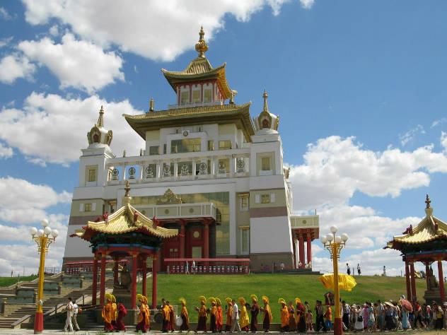 Молебен в честь дня рождения Будды