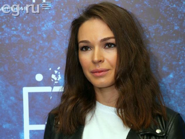 В 2015 году актриса окончательно рассталась с супругом Алексеем Чадовым