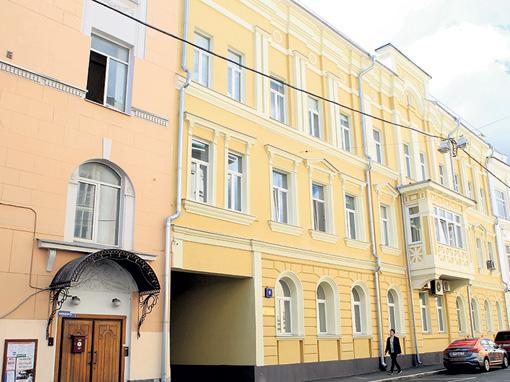 Самой Степаненко принадлежит половина квартиры в 64 квадрата в Сеченовском переулке столицы.