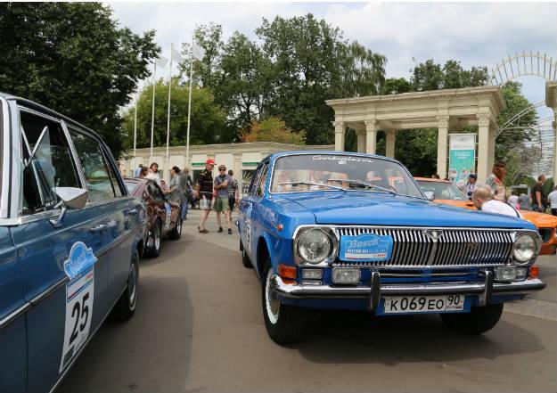 «Волга» — советский автомобиль среднего класса, выпускался на базе обычного седана ГАЗ-21.