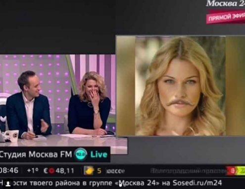"""Телеведущая Ксения Чепенко также """"примерила"""" усы."""