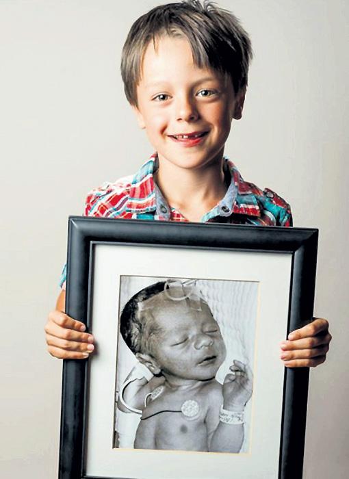 Канадский фотограф Ред МЕТОТ запечатлел детей с портретами их самих в возрасте нескольких часов, доказывая: чаще всего такие малыши с годами ничем не отличаются от сверстников