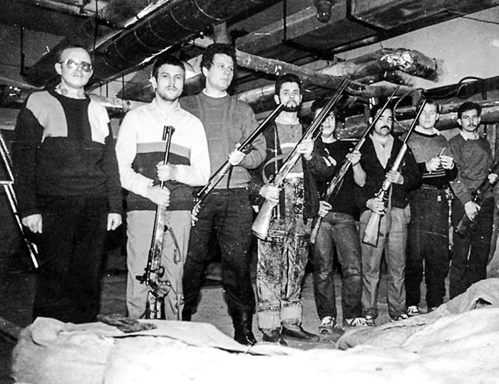 Вначале провокаторы имитировали трагедию. А потом исподтишка расстреливали своих же литовцев и торжественно хоронили, обвиняя на весь мир власти СССР. Фото представлено на выставке «Тридцать лет со дня событий в Вильнюсе в январе 1991 года. Правда и вымысел»