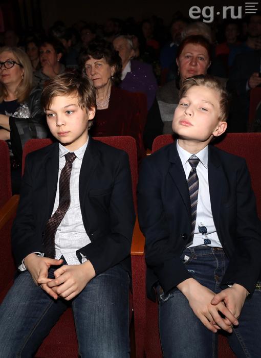 12-летние внуки Вячеслава Тихонова почтили память деда