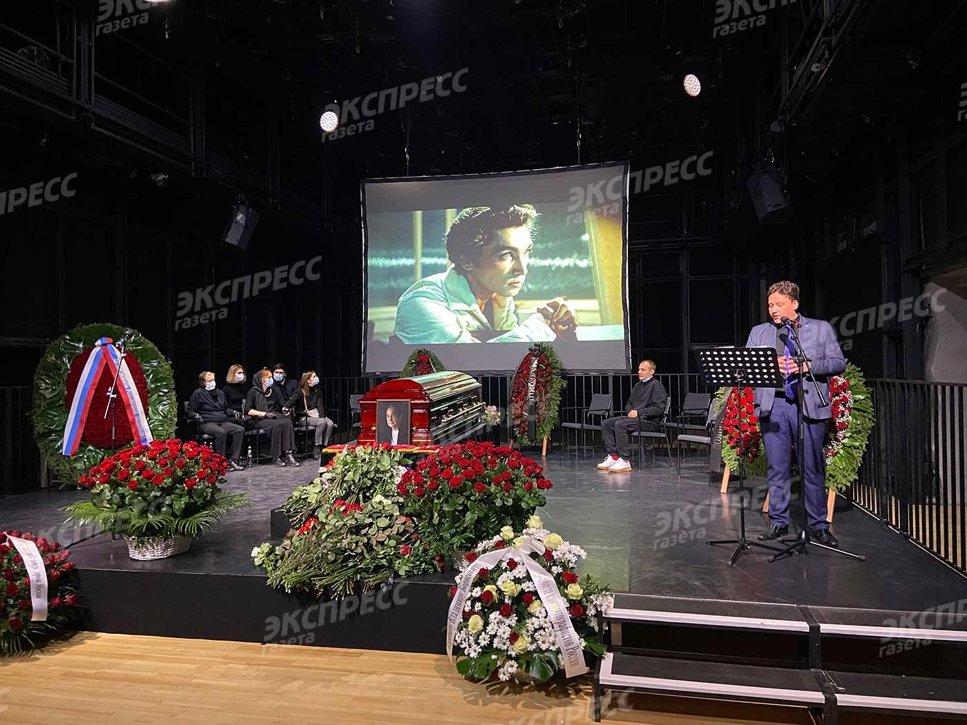 Фото с похорон Владимира Коренева