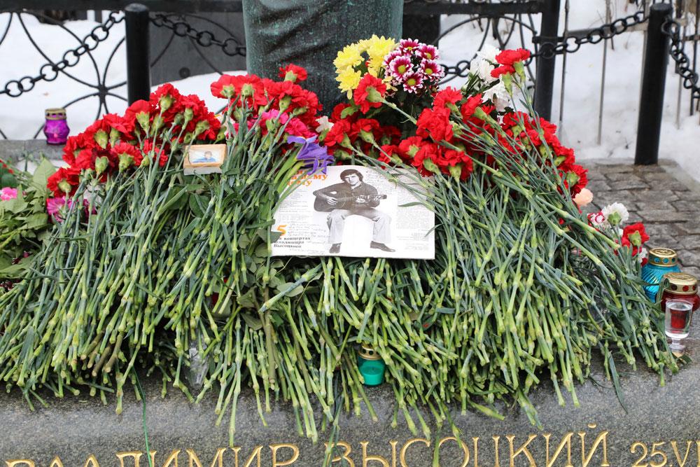 Могила Владимира Высоцкого на Ваганьковском кладбище