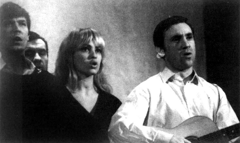 Вместе с Высоцким и Бортником в спектакле Театра на Таганке «Павшие и живые»