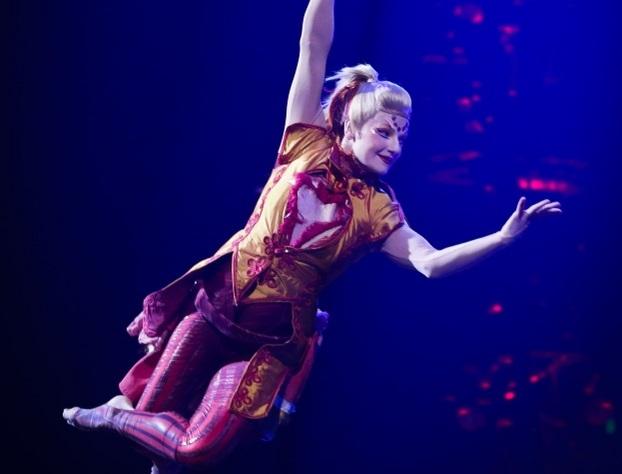 Гимнастка Cirque duSoleil упала спятиметровой высоты нашоу вАвстралии