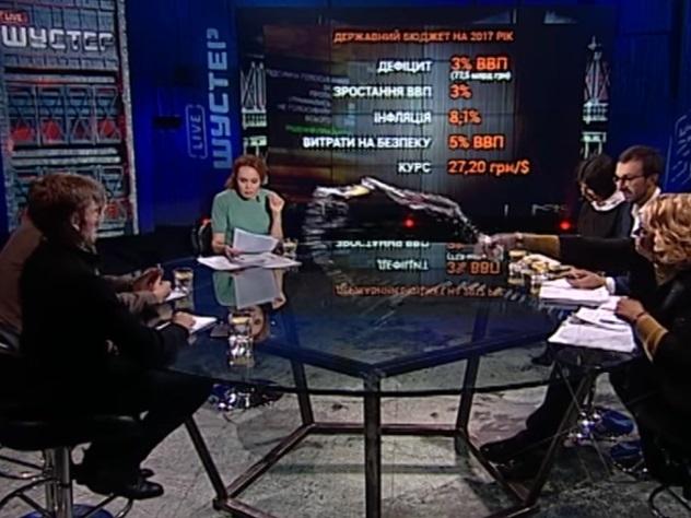 Депутат Рады облила водой соратника Ляшко
