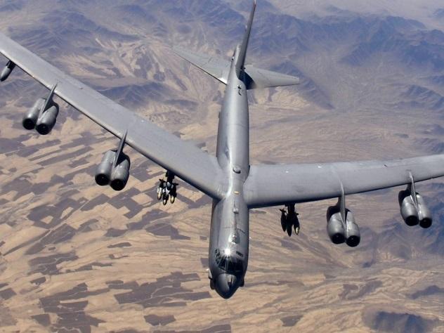У бомбардировщика ВВС США отвалился двигатель во время полета