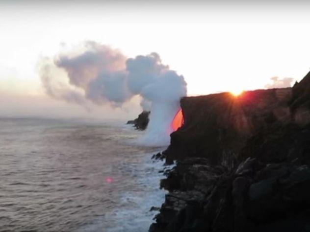 Гавайский вулкан заставил Тихий океан кипеть