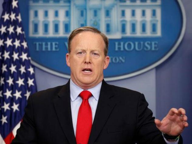 Трамп планирует заменить своего пресс-секретаря