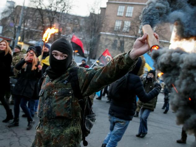 В Киеве радикалы устроили погром на выставке о Майдане