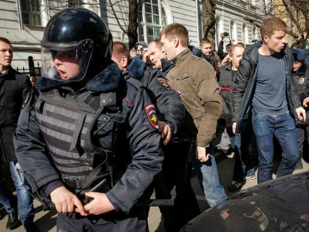 СК завел дело о ранении полицейского на митинге в Москве