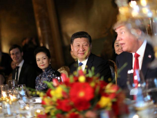 Дипломатам Си Цзиньпина не хватило места в резиденции Трампа