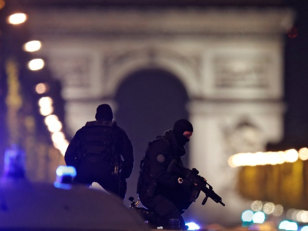 подозреваемый теракте париже полицию