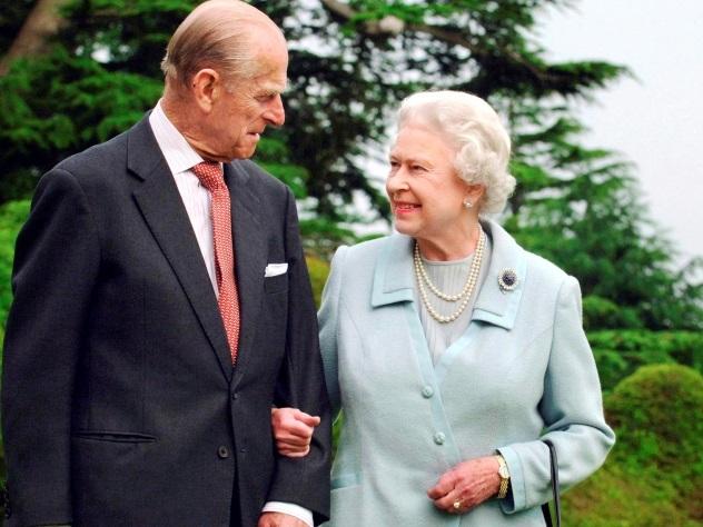 Муж королевы Елизаветы II принц Филипп ушел на покой