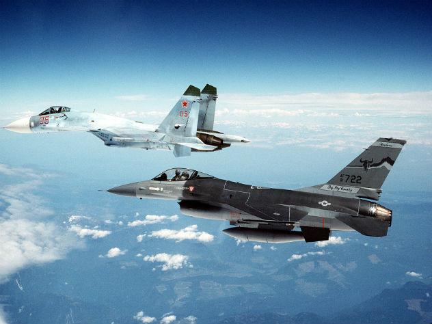 Над Черным морем Су-27 опасно приблизился к разведчику ВМС США