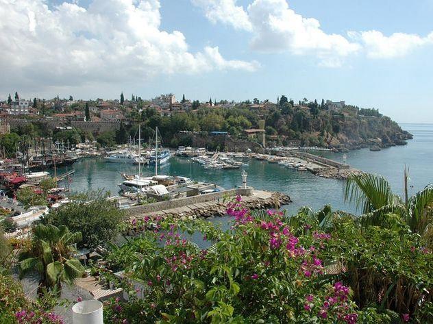 Российского туриста нашли повешенным в отеле в Турции
