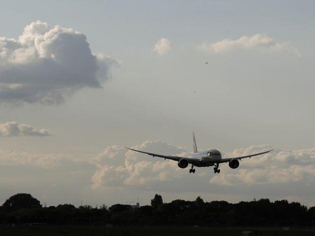 В аэропорту Запорожья самолет приземлился в жидкий бетон