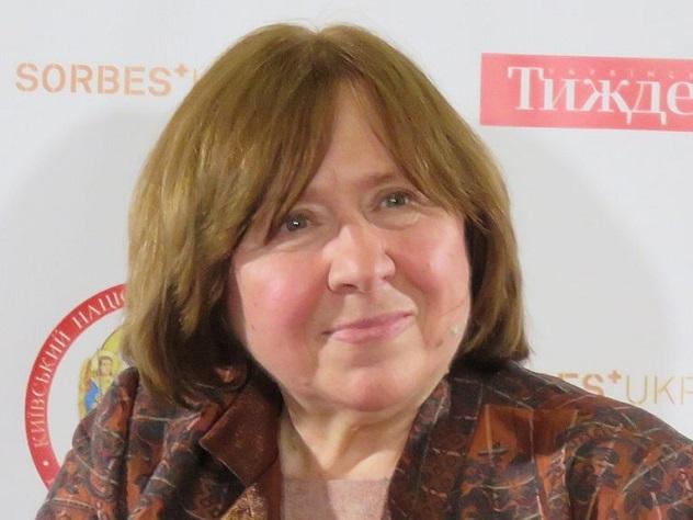 Французский журналист в шутку похоронил Светлану Алексиевич