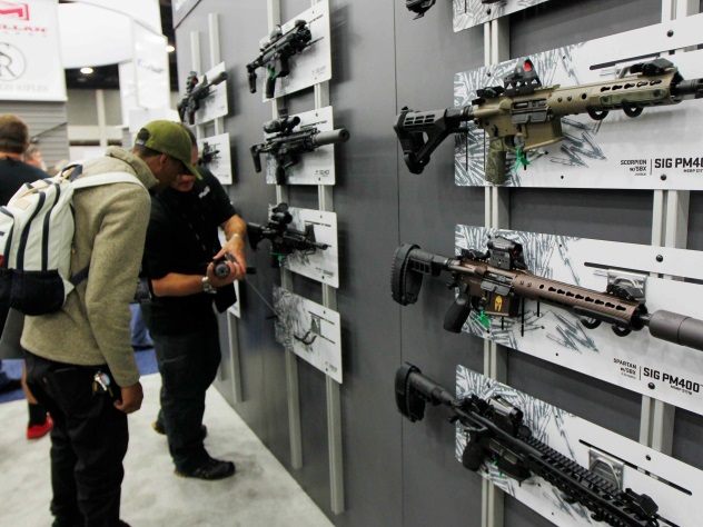 Житель россии арестован встолице франции запопытку украсть винтовки навыставке вооружений