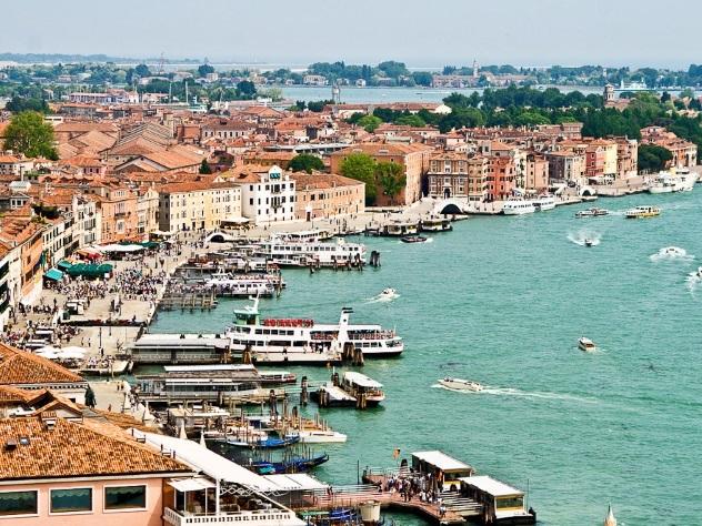 Власти итальянского курорта выплатят туристам компенсацию задождливую погоду