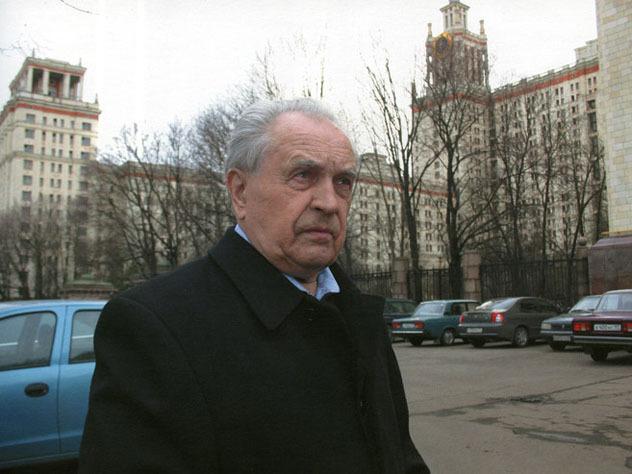 Александр ЗИНОВЬЕВ крайне негативно относился к распространению прозападных либеральных ценностей, за что несет наказание от их носителей даже после смерти