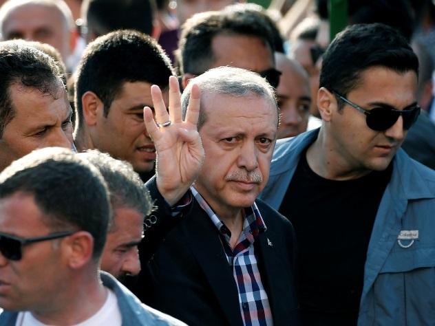 Опубликовано видео попытки мятежников захватить Эрдогана
