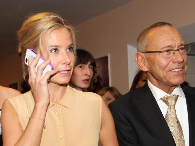 Высоцкая иКончаловский реализуют игрушки старшей дочери Маши