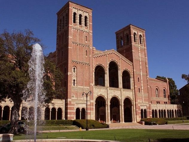 Ректор Калифорнийского университета пустил сотни тыс. долларов назащиту отстудентов