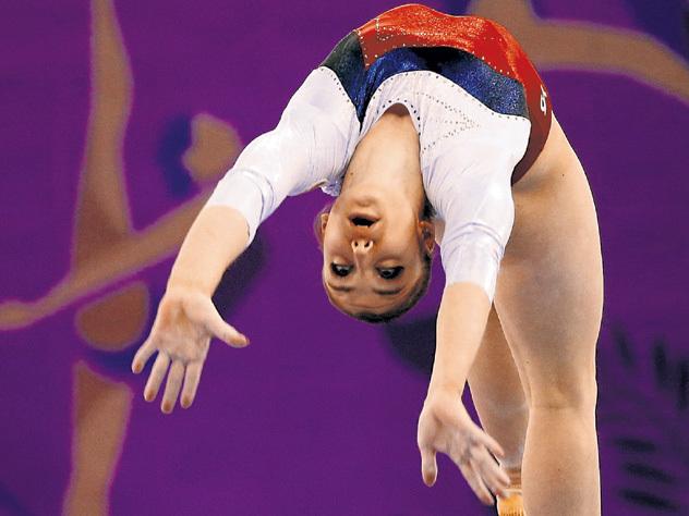 Русские гимнастки выиграли серебро вкомандном многоборье наОлимпиаде